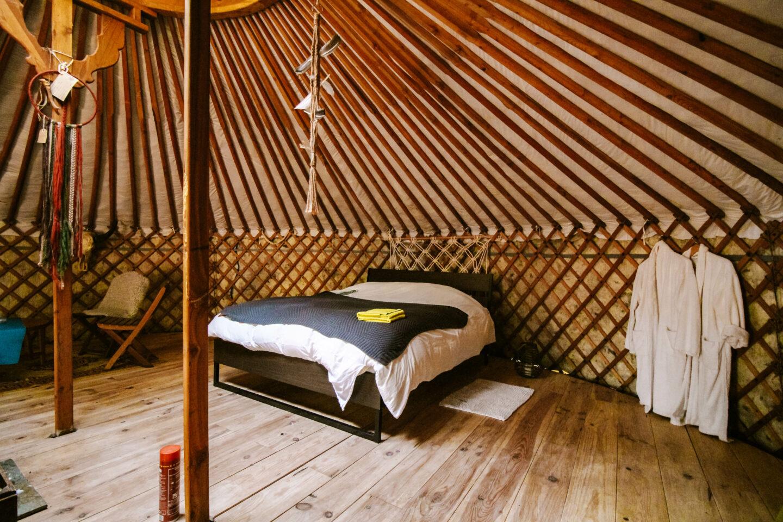 serenity yurt The yurt project met tweepersoons bed