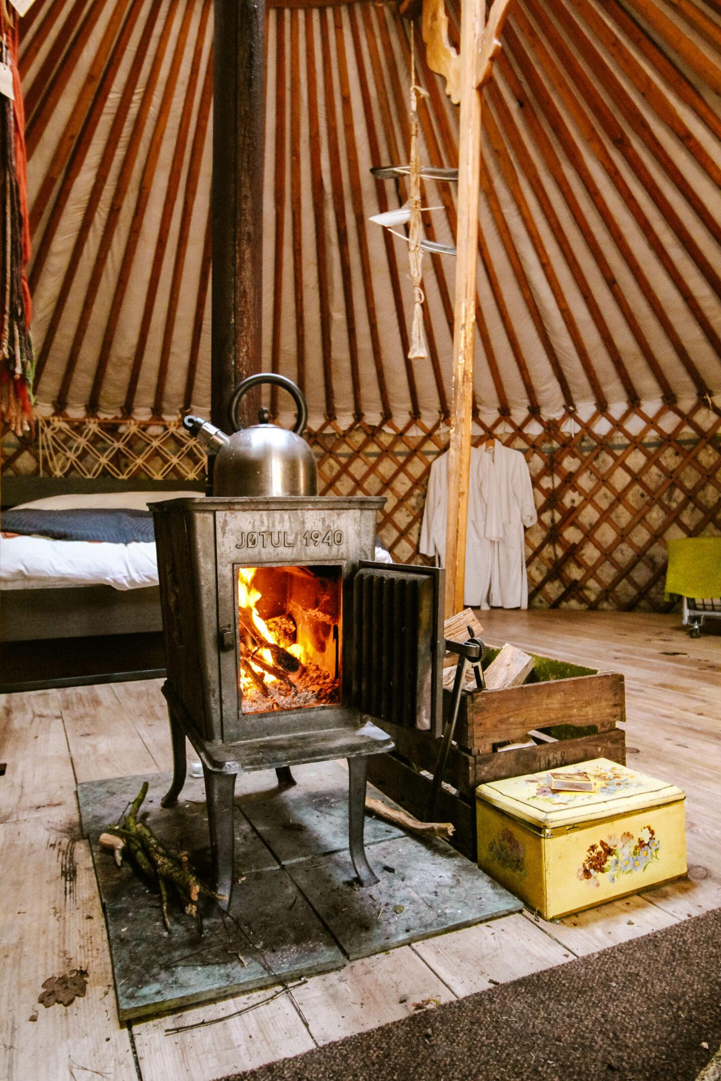 slapen in een yurt in renkum met houtkachel
